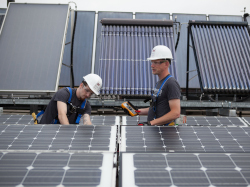 MSTC Students work on solar panels